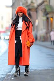 With orange fur hat, white turtleneck, black and white skirt, black tights and printed ankle boots Grey Outfit, White Outfits, Fall Outfits, Fashion Outfits, Black And White Skirt, Orange Is The New Black, White Turtleneck, Grey Fashion, High Fashion