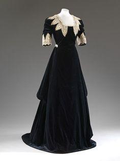 Evening Dress, John Redfern (born 1820 - died 1895): ca. 1909, silk velvet, chemical lace.