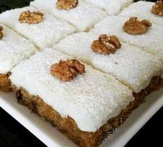 Ingrediente pentru blat : 4 albusuri, 150 gr zahăr, 50 gr nucă , 10 linguri făina, 1 plic zahăr vanilat, un varf de cutit sare, un plic cu praf de copt Ingrediente pentru cremă : 4 gălbenusuri, 3 plicuri zahăr vanilat, 4 linguri făină, 5 linguri zahăr, 200 ml lapte, 250 gr unt, 2 linguri …