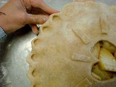 How to Make Pretty Pie Crust Edges. Keep your pies from looking frumpy by making pretty pie crust edges!