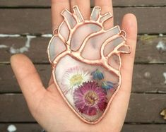 Small Clear Stained Glass Anatomical Heart with Real Pressed Flowers - DIY Stained Glass Projects, Stained Glass Patterns, Stained Glass Art, Mosaic Glass, Mosaic Patterns, Resin Crafts, Resin Art, Diy Crafts, Pressed Flower Art
