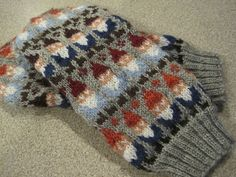 Ravelry: Gnome Mittens pattern by SpillyJane --modify colors and pattern charts for nuuskamuikkunen! Loom Knitting, Knitting Socks, Hand Knitting, Knitting Patterns, Crochet Patterns, Hat Patterns, Stitch Patterns, Knitted Mittens Pattern, Knit Mittens