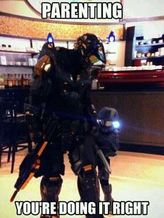 Did you know that there is such a thing as a full-size adult Halo Master Chief costume? It is amazing! I definitely want to dress up as the Master Chief for Halloween trick or treat! DAD OF THE YEAR AWARD FOR THAT GUY XD Halo Cosplay, Best Cosplay, Funny Cosplay, Awesome Cosplay, Video Game Memes, Video Games, Stormtrooper, Parenting Done Right, Parenting Win