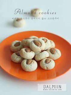 밀가루,버터 없이 만드는 아주 간단한 쿠키를 소개해드릴게요 ː 베이킹 입문 하시는 이웃님들도 주목하세... Cookie Desserts, No Bake Desserts, Dessert Recipes, Sugar Pie, Sugar And Spice, Bread Cake, Almond Cookies, Biscuit Cookies, Korean Food