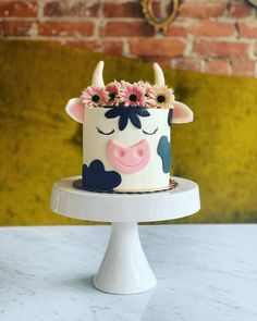 Cow Birthday Parties, Farm Birthday Cakes, Pretty Birthday Cakes, Pretty Cakes, Birthday Cake Designs, Animal Birthday Cakes, Cupcake Birthday Cake, Birthday Cake Decorating, Birthday Cake Girls