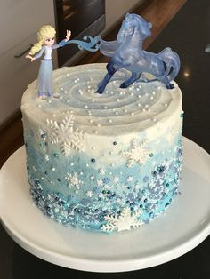 50 drool worthy frozen inspired cakes that look too good to eat 22nd Birthday Cakes, Frozen Themed Birthday Cake, Frozen Themed Birthday Party, Disney Frozen Birthday, Themed Cakes, Frozen Theme Cake, Elsa Frozen Cake, Birthday Ideas, Simple Frozen Cake