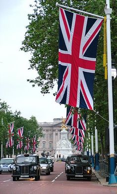 Buckingham Palace in the distance - London, UK - ASPEN CREEK TRAVEL - karen@aspencreektravel.com