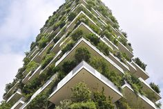 Highlights: The Vertical Forest Of Milan Bosco Verticale is the most stunning piece of sustainable architecture we've encountered so far.Bosco Verticale is the most stunning piece of sustainable architecture we've encountered so far. Green Architecture, Sustainable Architecture, Amazing Architecture, Architecture Design, Condominium Architecture, World Trade Center, Vertical Forest, Green Facade, Architect Magazine