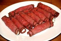 Roast beef rolls with boursin Snacks Für Party, Easy Snacks, Tapas Dishes, Clean Eating Recipes For Dinner, Dutch Recipes, Food Cravings, High Tea, Healthy Drinks, Brunch