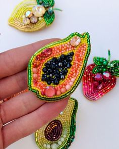 Bead Embroidery Jewelry, Beaded Embroidery, Hand Embroidery, Beaded Jewelry, Jewelry Box, Jewelery, Beach Crafts, Diy And Crafts, Brooches Handmade