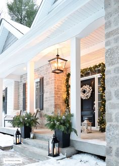 35 Stunning Christmas Lights Decor Ideas On House Exterior - Utilizing solar Christmas lights is earth neighborly approach to make a merry occasion appearance on the exterior of your home. Exterior Christmas Lights, Hanging Christmas Lights, Christmas House Lights, Decorating With Christmas Lights, Outdoor Christmas Decorations, Porch Decorating, Light Decorations, Christmas Porch, Holiday Lights