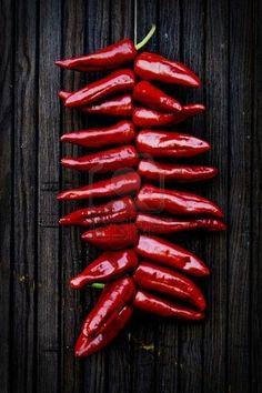 Dutourdumonde Photography: Espelette pepper hanging and drying on a wooden door Fruit And Veg, Fruits And Vegetables, Chile Picante, Basque Food, Hottest Chili Pepper, Mets, Stuffed Hot Peppers, Creative Food, Food Styling
