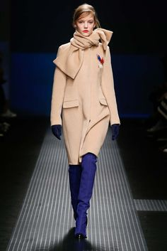 LOOK 1 BOOTS AND GLOVES MSGM Fall 2015 Ready-to-Wear - Collection - Gallery - Style.com