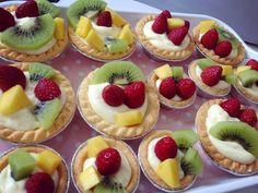 Baking's Corner: Homemade mascarpone mini fruit tart - by 陳靖蕓 Mini Fruit Tarts, Mini Tart, Fruit Pie, Tart Recipes, Cooking Recipes, Tuxedo Cake, Egg Tart, Pastry Cake, Homemade