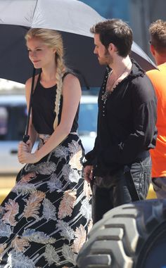 Once Upon Time Season 4 | Once Upon A Time Season 4 Spoilers: Elsa Spotted With Hook In Premiere ...
