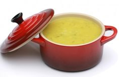 Sopa de legumes  - Esta sopa é o auge da praticidade na cozinha para um. Feita com legumes congelados que já vêm descascados, cortados e pré-cozidos, ela fica pronta em 10 minutos.