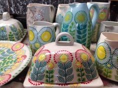 Katrin Moye, Ceramics click now for info. Pottery Painting, Ceramic Painting, Ceramic Art, Ceramic Plates, Ceramic Pottery, Pottery Art, Painted Pottery, Pottery Designs, Pottery Patterns