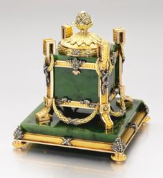 A magnificent Fabergé hardstone inkwell with jewelled gold mounts, workmaster Michael Perchin, St Petersburg, 1899-1903 - Sotheby's
