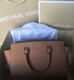 Michael Kors bag Real MK used but still in great condition* very comfortable and roomy bag! no problems on the outside at all: just the one pen marks in the inside used for books a while back! could be an easy remove ☺️ KORS Michael Kors Bags Shoulder Bags