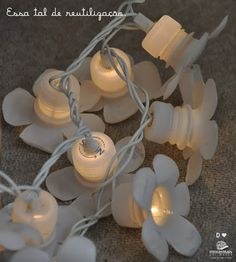 Plastic bottle, caps & christmas lights / Luminária de garrafas pet // Casa da Rô