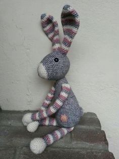Snuf konijn Bunny Crochet, Diy Crochet, Crochet Toys, Bunny Toys, Bunnies, Knitted Animals, Cute Toys, Amigurumi Patterns, Vintage Crochet