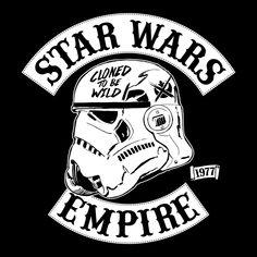 T-Shirt: https://www.elbenwald.de/Star-Wars/Star-Wars-Stormtrooper-Empire-T-Shirt-p.html?c=3358