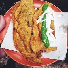 quesadilla con champiñones y quesadilla con chicharroncito en salsita roja. Poco de crema y salsita de aguacate  ________  Standing up: better to make room for this generous babies: mushroom and chicharrón (pork) These quesadillas have aaaa lot of amazing quesillo (queso Oaxaca) two will do the trick, one more and you would be defying the limits of the human stomach. #quesadillas #coyoacán #queso #quesillo #cheeselovers #salsita #méxico #mercado #mexicanfoodporn  (at Mercado de Comida…