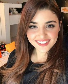 Love u Hayat😘 Most Beautiful Faces, Beautiful Celebrities, Beautiful Eyes, Beautiful Actresses, Gorgeous Lady, Prettiest Actresses, Hd Make Up, Hande Ercel, Cute Beauty