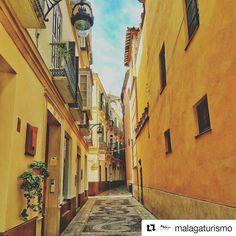 Queremos compartir con vosotros esta preciosa fotografía de @malagaturismo Calle Fresca Málaga. #malaga #spain #andalucia #summer #españa #marbella #torremolinos #travel #beach #costadelsol #fuengirola #love #instagood #holiday #instagram #benalmadena #friends #sea #picoftheday #julio #WelcomeAGP