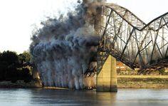 Mississippi River Bridge (Cape Gir) demolition in 2004