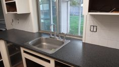 Rustoleum Countertop Transformation. Great tips.
