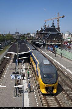 RailPictures.Net Photo: Nederlandse Spoorwegen VIRM at Delft, Netherlands by Martin Bennet