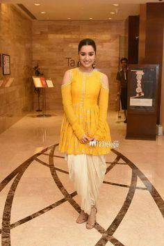for wedding guset Kurta Designs, Blouse Designs, Punjabi Dress, Punjabi Suits, Short Frocks, Fashion Dresses, Casual Dresses, Indian Outfits, Indian Dresses For Women