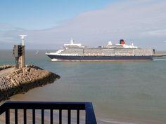 Queen Elizabeth Cunard Lines leaving Port of Zeebrugge