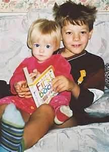 Louis Tomlinson is freaking adorable so is Lottie! Niall Horan, Zayn Malik, Liam Payne, Fetus One Direction, I Love One Direction, Nicole Scherzinger, Tomlinson Family, Bae, Louis Tomilson