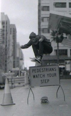 Lifestyle photography | black and white Street photography | skateboarder.