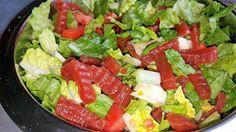 Vaříme bez tuku: Salát se sterilovanou červenou řepou Cobb Salad, Salsa, Ethnic Recipes, Food, Essen, Salsa Music, Meals, Yemek, Eten