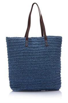 Rahatına düşkün bayanlar için tasarlanmış, omuz askılı ve elde tutma özelliği ile kolay taşınılabilen, şık tasarımı ile trend bir görünüm sağlayan DeFacto bayan çanta.