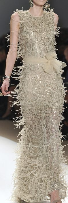 Love this gown by Naeem Khan. #redcarpet #gowns