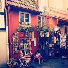 Acogedora calle de Bremen #viajes #viviendoElMundo Cozy street in Bremen #travels #livingTheWorld