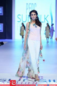 PFDC-Sunsilk-Fashion-Week-2014-Day-1-Pictures-16.jpg (660×990)