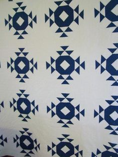 Single wedding ring quilt (crown of thorns) at Cindy's Antique Quilts