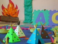 Mery bloguera: Fiesta de cumpleaños temática: indios. La decoración. Popsicle Stick Art, Ideas Para Fiestas, Pow Wow, Le Far West, India, Peter Pan, Party Time, Nativity, Kids Rugs
