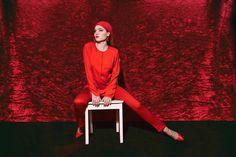 RED-TO-TOE Wie Ihr den roten All-Over-Look so richtig rockt erfahrt Ihr in meinem neuen Blogpost / 📸 Photo: #ElmarSchemberg  / 💃 Styling & photo editing: #AlinaSpiegel / #AlinaSpiegelStyling #ElmarSchembergPhotography #rouge #red #ladyinred #fashionphotography #redshoes #reddetails #redlook #alloverred #redstyles #redblouse #redpants #allredeverything #redaccessories #MissMirror