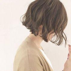 HAIR(ヘアー)はスタイリスト・モデルが発信するヘアスタイルを中心に、トレンド情報が集まるサイトです。20万枚以上のヘアスナップから髪型・ヘアアレンジをチェックしたり、ファッション・メイク・ネイル・恋愛の最新まとめが見つかります。 Medium Hair Styles, Short Hair Styles, Waves Curls, Hair Arrange, Hair Shows, Permed Hairstyles, Hair Images, Crazy Hair, Hair Day