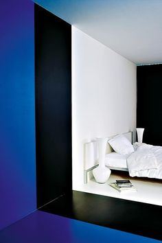 A new form of color blocking. Xk #kellywearstler #interiordecor #interiordesign