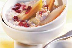 Porridge mit Mandelmilch, Hüttenkäse, Apfel, Rosinen und Zimt - http://www.fitforfun.de/rezepte/power-porridge