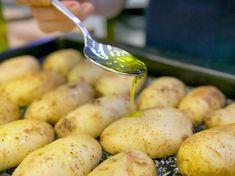 Mit Olivenöl beträufeln