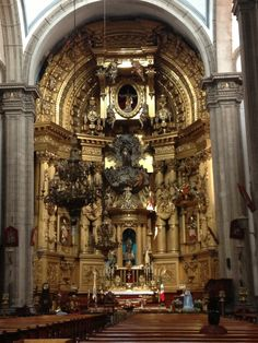 This is San Francisco's Church in the Historical Center  /  La Iglesia de San Francisco en el Centro Histórico Visiting Mexico City, Visit Mexico, San Francisco, Weird Things, Barcelona Cathedral, Places To Visit, China, Heart, Building