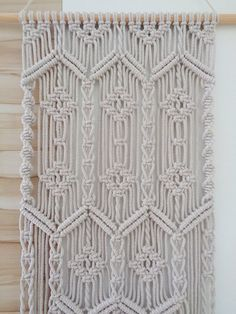 Macrame Wall Hanging Diy, Weaving Wall Hanging, Hanging Fabric, Macrame Curtain, Macrame Thread, Macrame Art, Macrame Projects, Macrame Rings, Macrame Knots